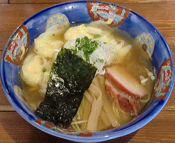 八雲 特製ワンタン麺