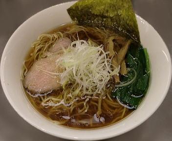 ほん田 鶏と魚介の豊潤醤油ラーメン