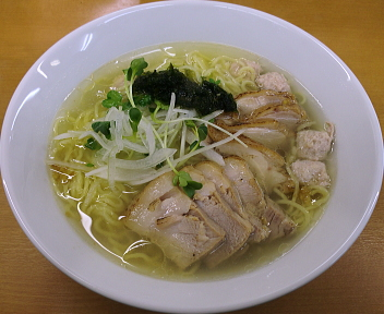 富白 鶏ぶた塩拉麺