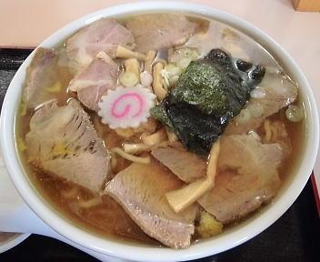 貴伝 肉中華麺(ゆず風味) アップ