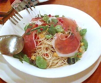 夏野菜と生ハムの冷たいパスタ