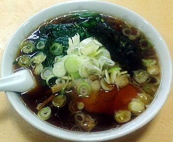 青島西掘 ラーメン(大盛)+ねぎ50+ほうれん草100