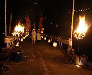 狐の夜祭り 漆島会場