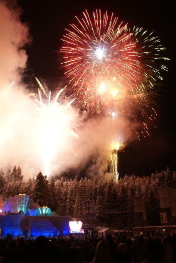 十日町雪祭り 雪上カーニバル 花火