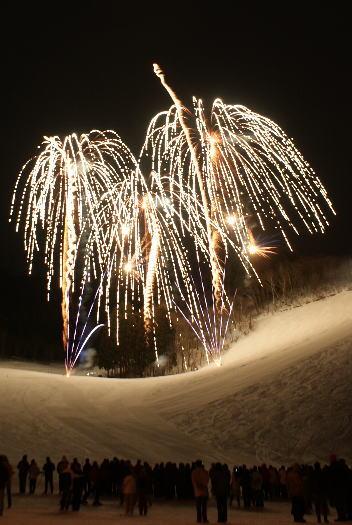 野沢温泉スキー場 冬の灯明夜まつり 花火