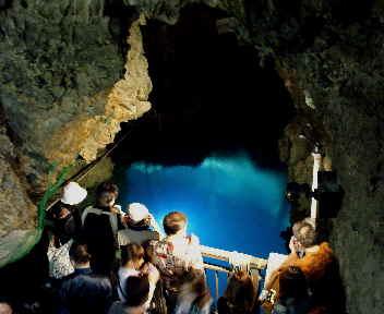 龍泉洞 第3地底湖 上部より