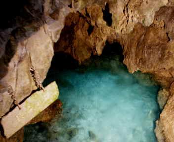 龍泉洞 長命の淵