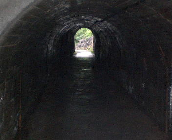 中山隧道 広神村側出口