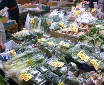 秋田市民市場 野菜売場