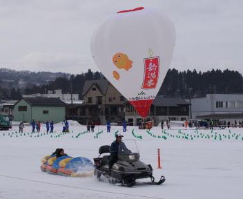 おぢや風船一揆 平沢会場 熱気球とスノートレイン