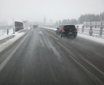 関越自動車道 雪
