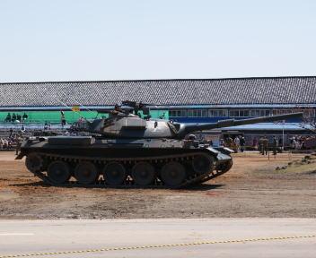高田駐屯地記念行事 74戦車(横)