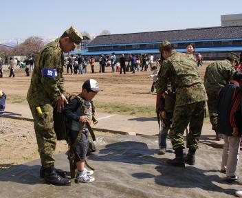 高田駐屯地記念行事 体験装備(パラシュート)