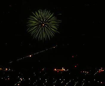 角田山提灯登山 西川まつり大筒花火打上げ
