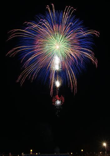 第84回全国花火競技大会 野村花火工業 夜空にきらめく虹の光