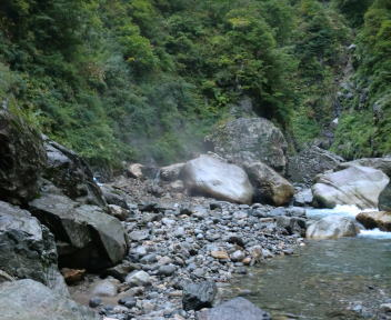 湯の平温泉 混浴露天風呂 遠景