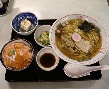 梅田軒 ラーメン+ミニ生鮭親子丼