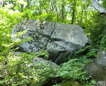 二王子岳 登山コース 神子岩