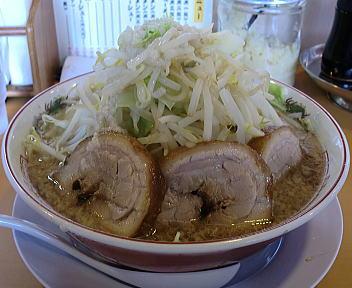 のろし 新発田店 ラーメン(肉三枚)+野菜増し 横
