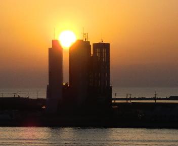 新潟西港の夕日