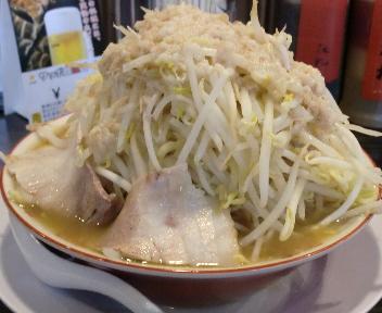 三代目ラーメン富士 富士(小、野菜増し、肉まし) 横