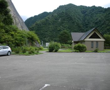 湯の平温泉 加治川治水ダム駐車場