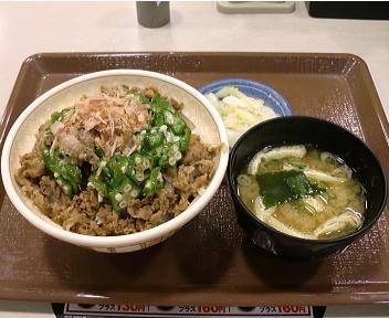 すき家秋田南店 花がつオクラ牛丼(大盛)おしんこセット