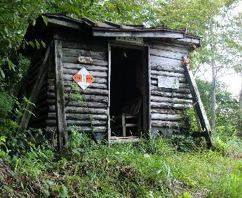 鷲ヶ巣山 避難小屋