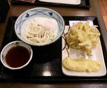 丸亀製麺 新潟中央店 とろ玉+イカ天+野菜かき揚げ