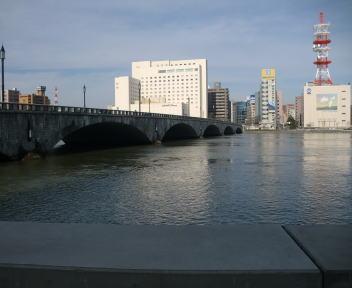 にいがた酒の陣 アプローチ 万代橋