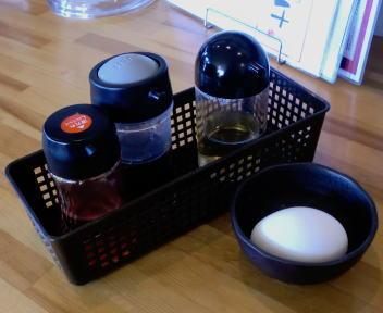 ふくすけ 魚介油そば 調味料&卵
