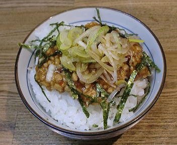 吉兆 ピリ辛納豆丼