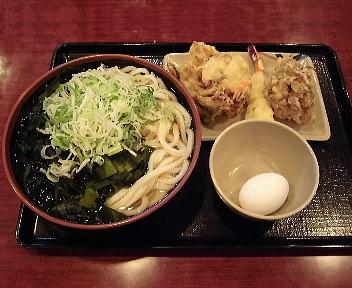 こびきや河渡店 わかめうどん(大)+海老天+野菜かき揚げ+舞茸天+半熟卵