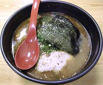 吉山商店 濃厚魚介焙煎ごまみそらーめん