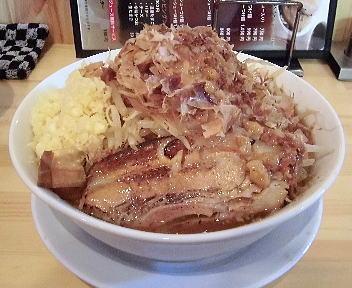 麺マッチョ ラーメン(野菜増し、にんにくマッチョ増し、カラメ増し) 正面