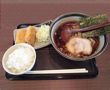 まるとく らーめん(醤油味)・エビカツセット