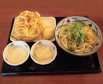 丸亀製麺新潟河渡店 かけうどん大+とろろ+大根おろし+野菜かき揚げ+半熟たまご天