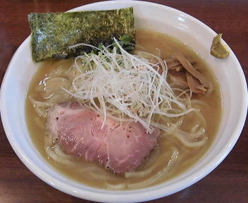 真登 濃厚醤油ラーメン(中盛)