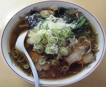青島西掘通店 ラーメン(大)+ねぎ50+ほうれん草50