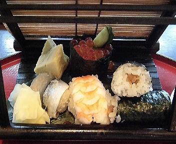 ながしま 花嫁人形御膳 寿司アップ