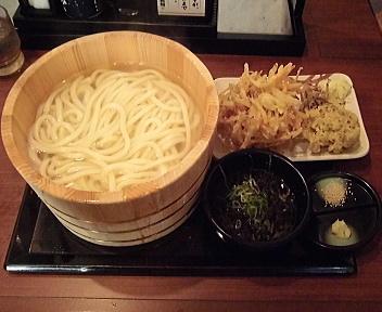 丸亀製麺新潟河渡店 釜揚げうどん特+野菜かき揚げ+かきの木茸天