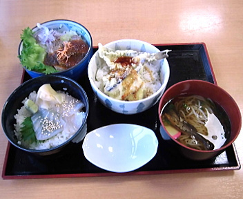 ねむの丘 鳥海選び丼(秋田牛ローストビーフ丼、地魚の鱈しょっつる漬丼、ハタハタ天丼)