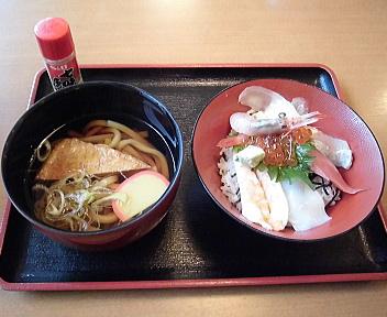 鳥海山 ミニ海鮮丼セット(そば⇒うどんに変更)