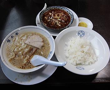 杭州飯店 牛すじ煮込み定食(半ラーメンセット)