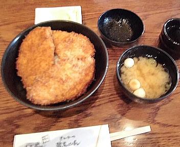 とんかつ 政ちゃん牡丹山店 3枚かつ丼+味噌汁