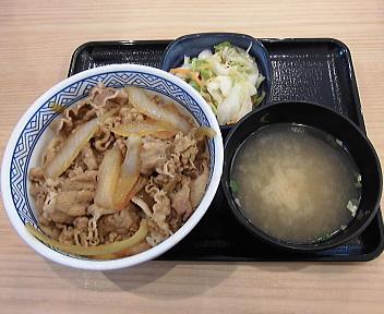 吉野家新潟海老ヶ瀬IC店 牛丼(つゆだく)・みそ汁・お新香セット