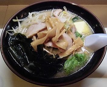 古潭 野菜味噌ラーメン+チャーシュー+メンマ+バター+わかめ