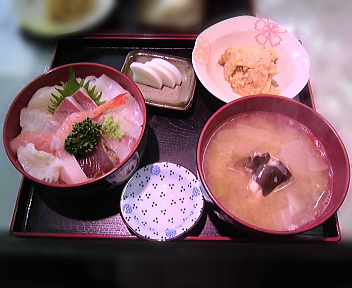 鈴木鮮魚店 海鮮丼(味噌汁付き)