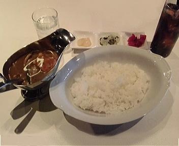 ヒュリカ チキンカレー(辛さレベル1:程よい辛さ、ライス普通盛り、コーラ)