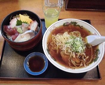 浜寿司 ハーフセット(ちらし半分、中華ラーメン)